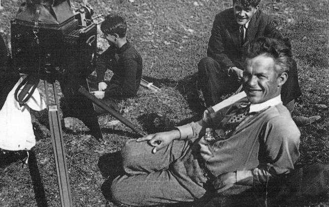 Dovzhenko filming Earth